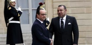 French President François Hollande welcomes Morocco's King Mohammed VI to the Elysée presidential palace in February 2015  Reuters/Philippe Wojazer